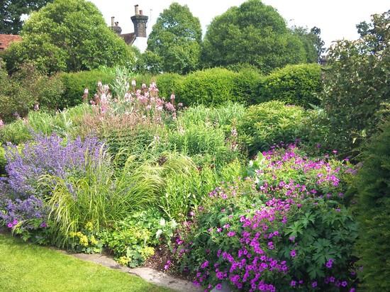 Srpnová zahrada